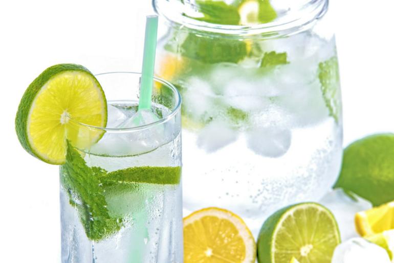 jak wykształcić w sobie nawyk picia wody