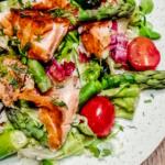 sałatka ze szparagami i łososiem_zdrowe przepisy_dietetyk